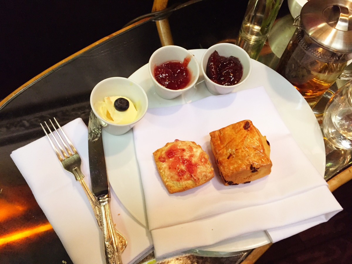 Scones and clotted cream. London Travel Guide