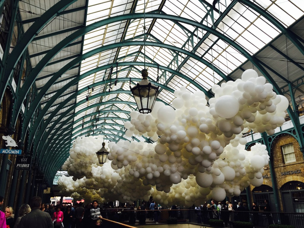 The 100,000 white balloons in Covent Garden by Charles Pétillon