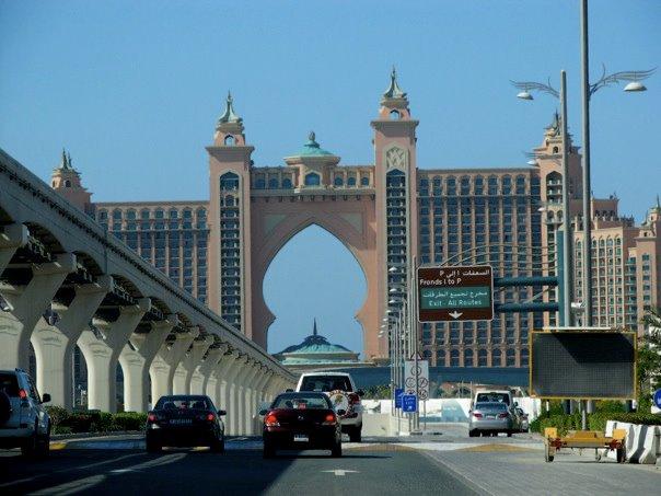 Driving to Atlantis. Dubai tour guide