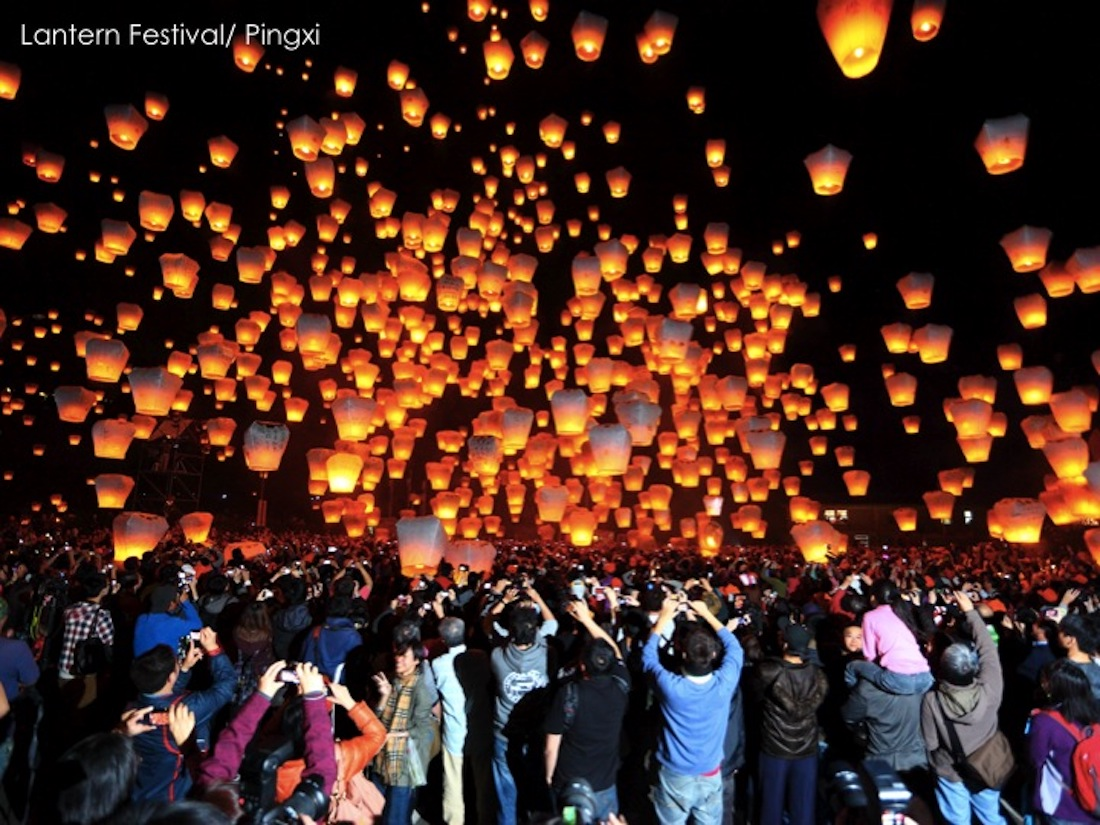 If you're traveling to Taiwan in 2017, click to read why you should attend the Taiwan Lantern Festival! | http://passportandplates.com