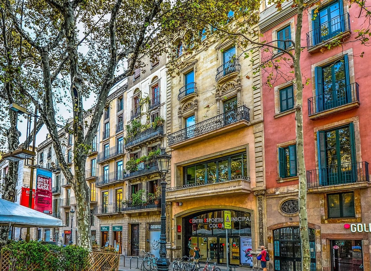 Headed to Barcelona? Check out the budget guide to Barcelona so you can enjoy your trip without breaking the bank! | http://passportandplates.com